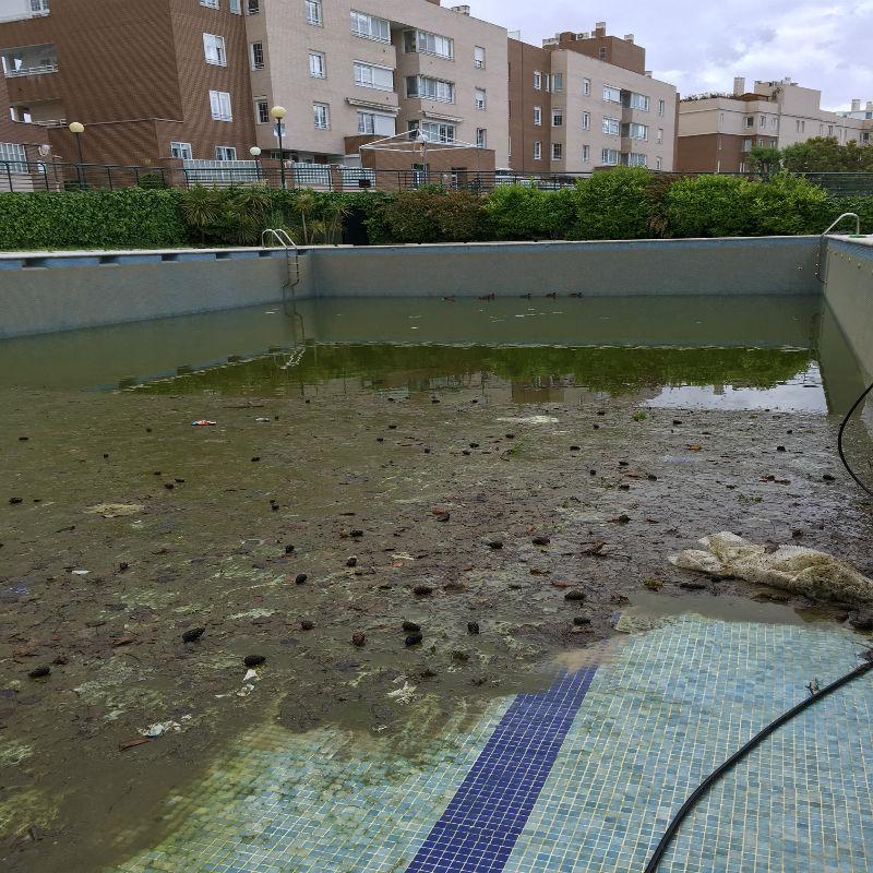 Como limpiar una piscina vacia great gres porcelanico with como limpiar una piscina vacia - Limpieza suelo porcelanico ...