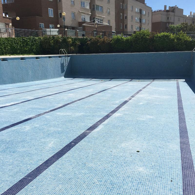 C mo limpiar una piscina que est muy sucia tecman for Llenar piscina